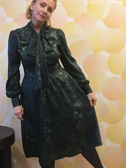 Работа с названием Шёлковое платье с бантом