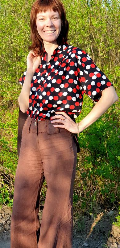 Летняя блуза вбело-красный горох от Компас
