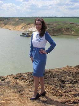 Работа с названием Платье бело-синее с вышивкой