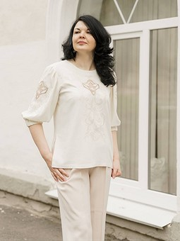 Работа с названием Блуза с вышивкой ришелье