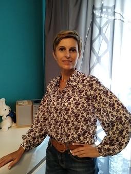 Работа с названием Легкая блузка с эффектным рукавом