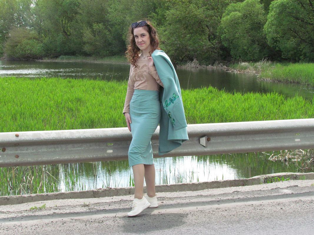 Пальто цвета светлый изумруд свышивкой от Sunflower-83