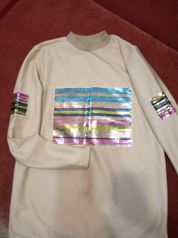 Блестящее дополнение ккомплекту: пуловер от Ольга Найкова