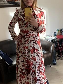 Работа с названием Платье в крупные цветы