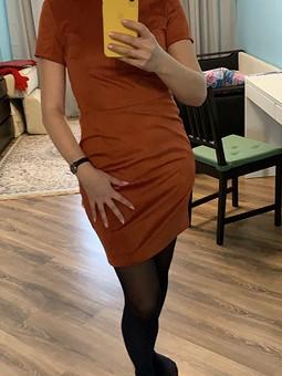 Работа с названием Рыжее платье