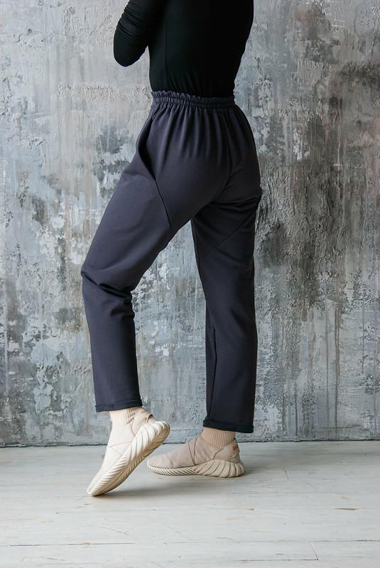 Ищу выкройку трикотажных брюк со смещенным боковым швом от Liss13