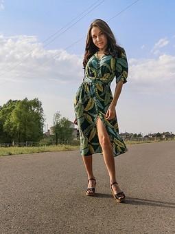 Работа с названием Летнее платье с тропическим принтом