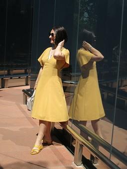 Работа с названием Платье с рукавами-крыльями
