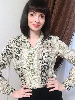 Работа с названием Блуза с анималистическим принтом