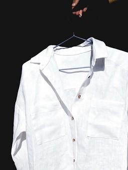 Работа с названием Рубашка со спущенной линией плеча