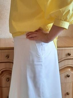 Работа с названием Белая юбка
