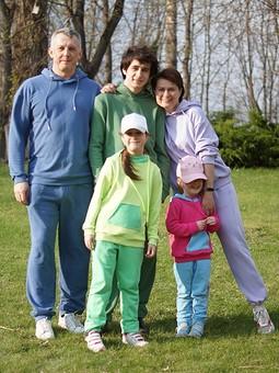 Работа с названием Костюмы для всей семьи