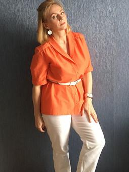 Работа с названием Оранжевая рубашка