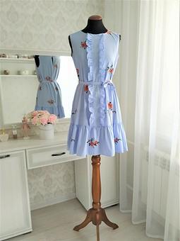 Работа с названием Платье в полоску с вышивкой