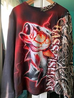 Работа с названием Пуловер «Подарок рыбаку»