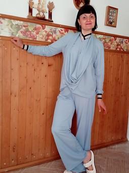 Работа с названием Праздничный наряд для медика: пуловер и брюки