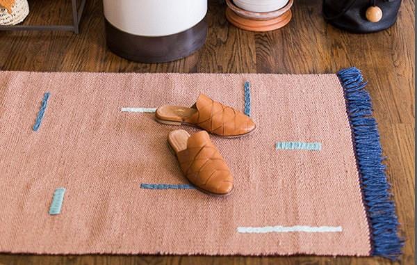 Идея: украшаем коврик вышивкой