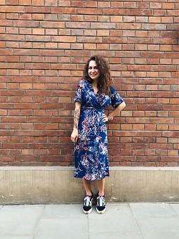 Работа с названием А вот и моё «самое популярное платье»