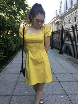 Работа с названием Солнечное платье