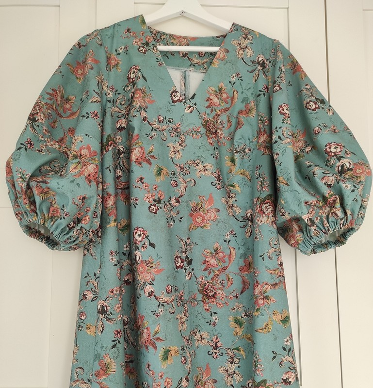 Платье сширокими рукавами от Vikkilevit