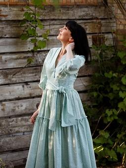 Работа с названием Платье с цветочным принтом