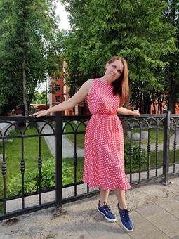 Работа с названием Коралловое платье в горошек в стиле «Красотка»