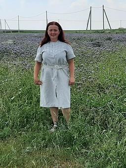 Работа с названием Платье с плетеным пластроном