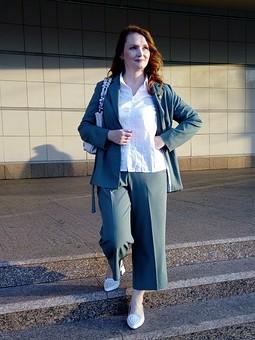Работа с названием Летний костюм: жакет и брюки