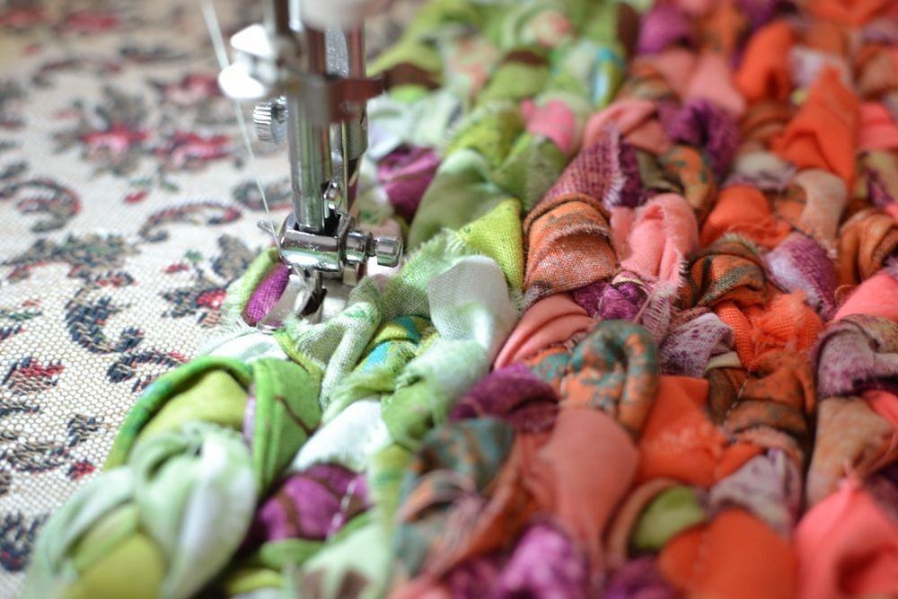 Идея: коврик изцветных лоскутков