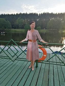 Работа с названием Простое, двухцветное платье в горошек
