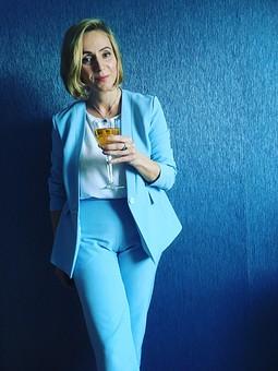 Работа с названием Голубой костюм: жакет и брюки