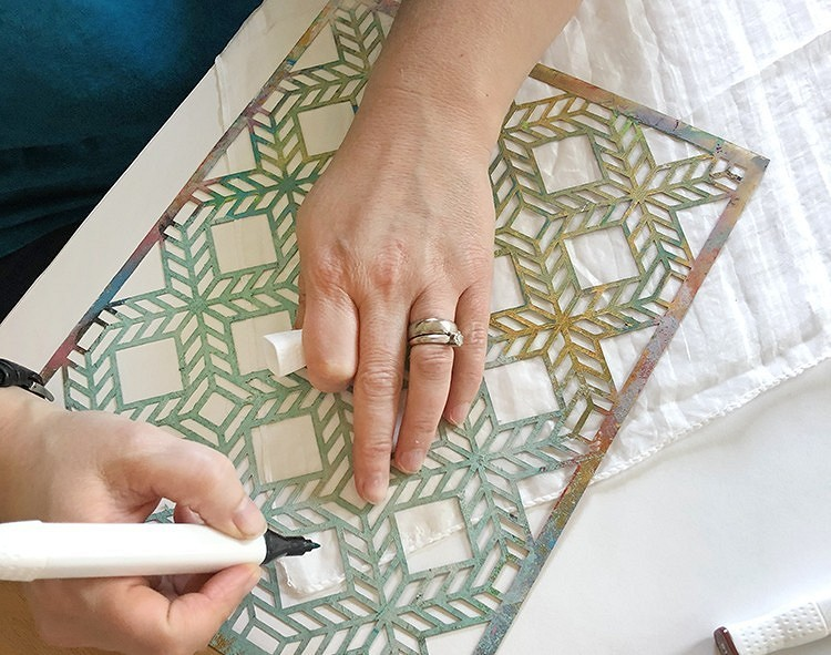 Как раскрасить шарф узорами: 3 простых иэффектных идеи длятех, кто неумеет рисовать
