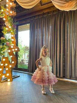 Работа с названием Детское платье с эффектом градиент