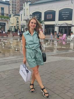 Работа с названием Мятный, дорожный костюм: блузка и шорты