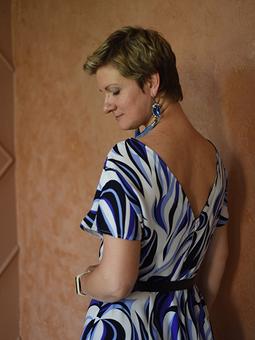 Работа с названием Платье-футляр с открытой спиной