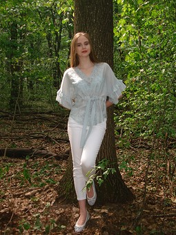 Работа с названием Легкая блузка