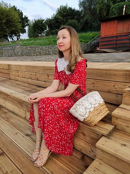 Работа с названием Красное платье из Бурда май 2021