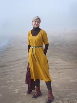 Работа с названием Желтое платье из шерстяного трикотажа
