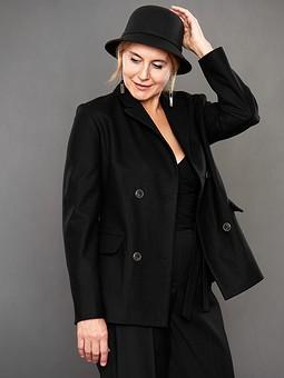 Работа с названием Образ в стиле «total black»: жакет и брюки