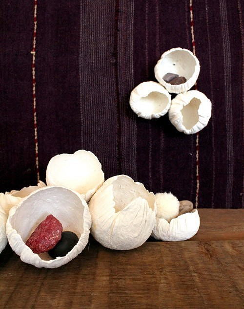Как сделать декоративные цветы-ракушки избумажной глины: мастер класс