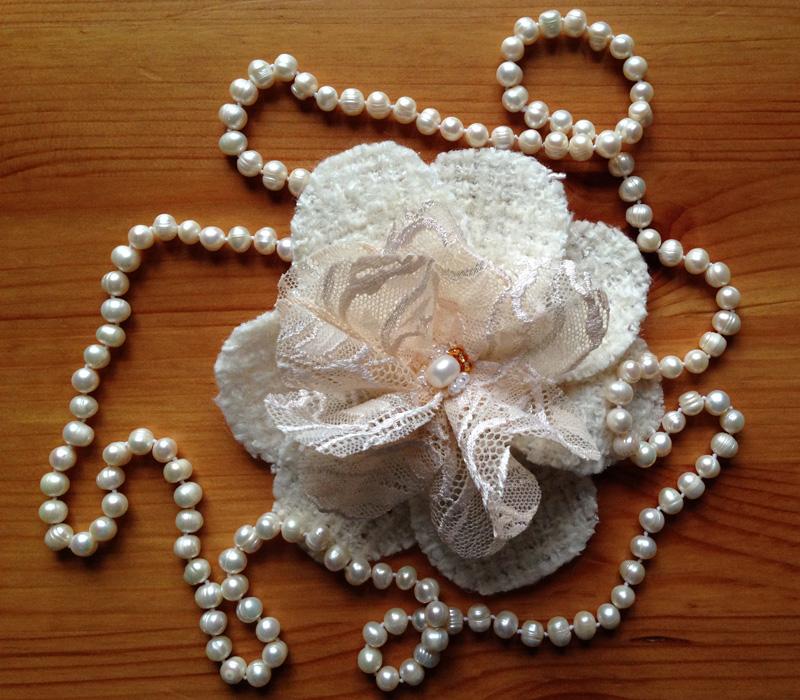 Белая камелия Шанель изшелка своими руками