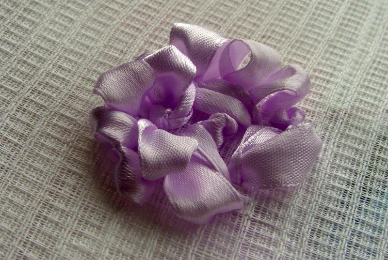 Вышивка атласными лентами: розы