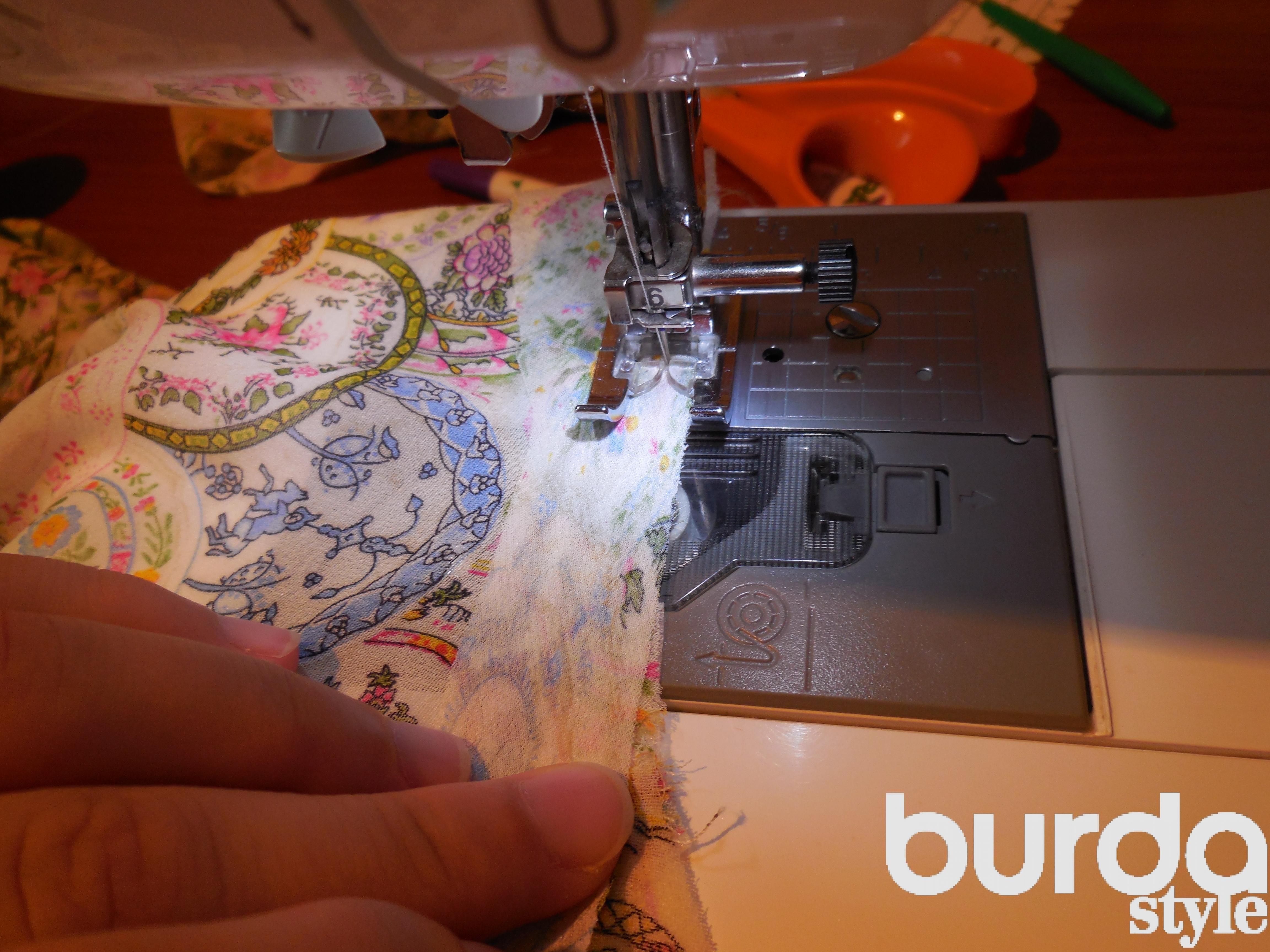 Обработка горловины косой бейкой.