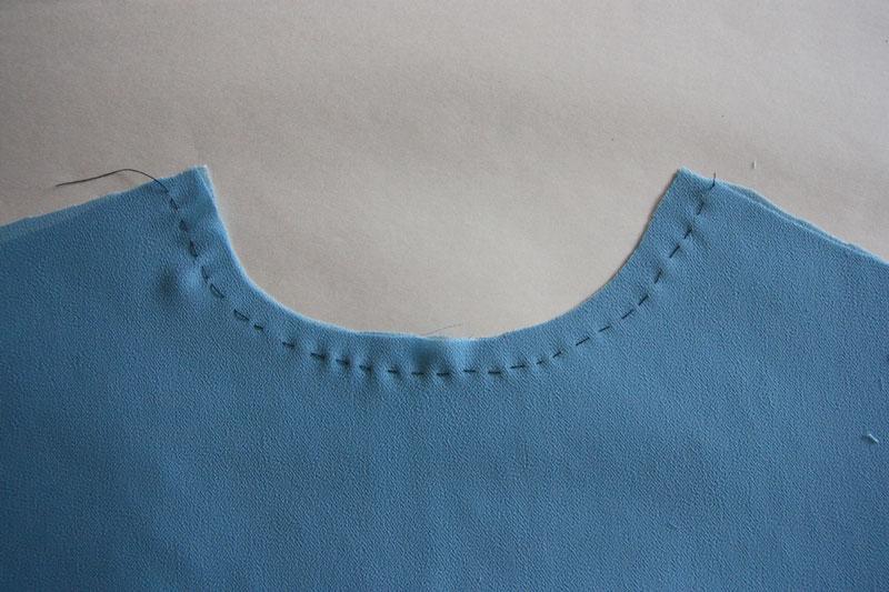 Как обработать горловину у шифонового платья