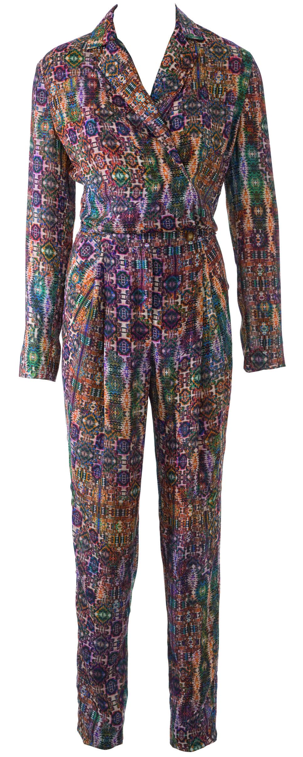 Костюм с зауженными брюками