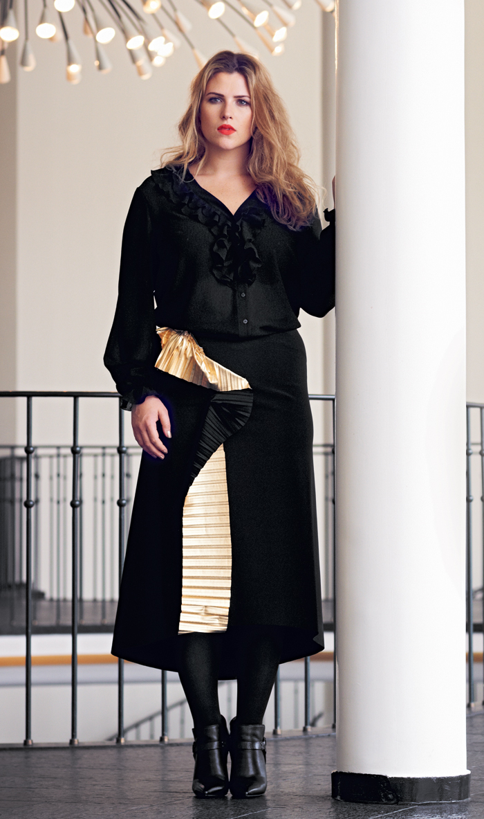 Блузка для полных к черной юбке