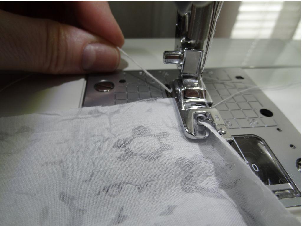 Как сделать узкую подгибку на легких тканях