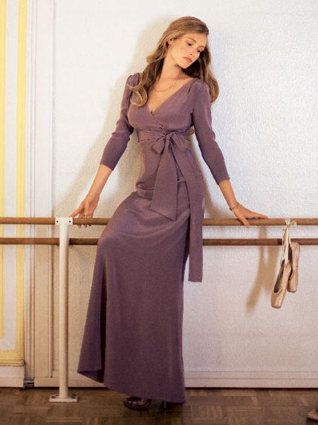 чертеж выкройки переда платья с цельнокроенным длинным рукавом и вставным бочком