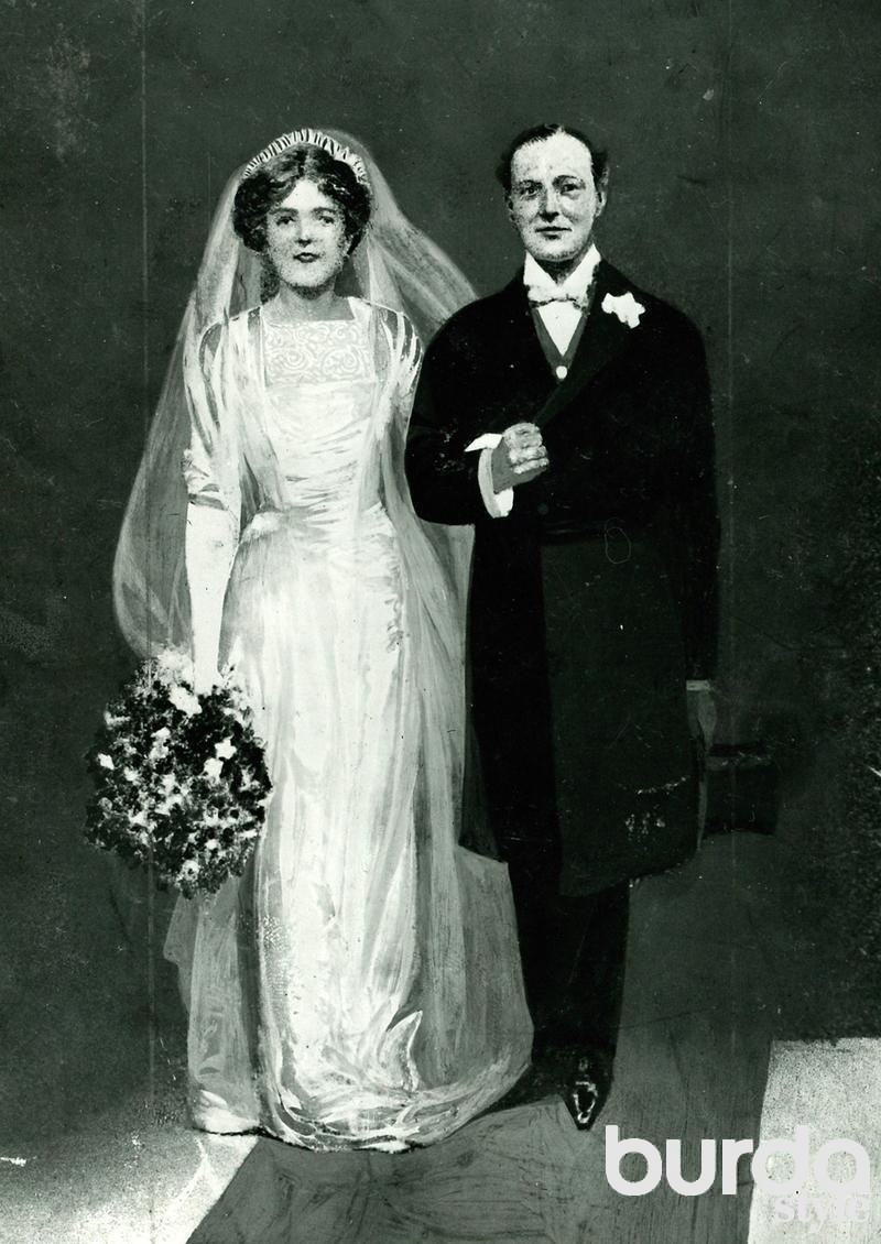 золотое кольцо с рубином фото
