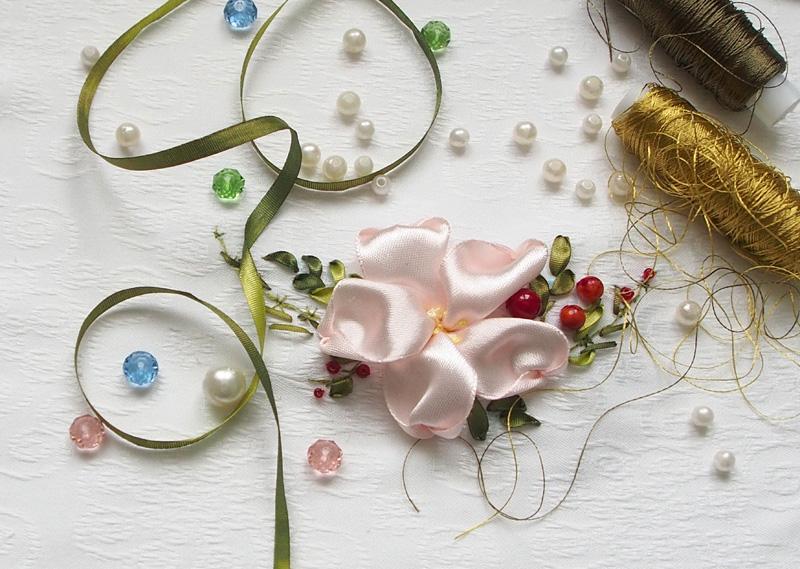 Вышивка лентами дляначинающих: миниатюра сцветком